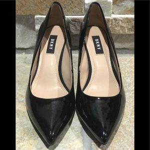 New DKNY patent leather pumps with gold logo heels